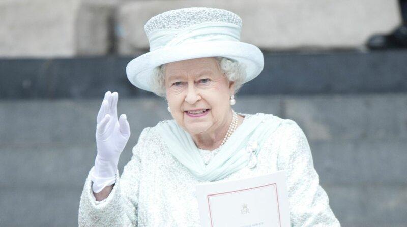Combien d'années de règne la reine Elizabeth a-t-elle fêté en 2012 ?