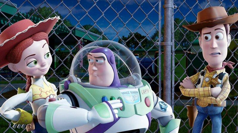 Dans l'épisode 3, Buzz est réinitialisé. Il se met à parler en...