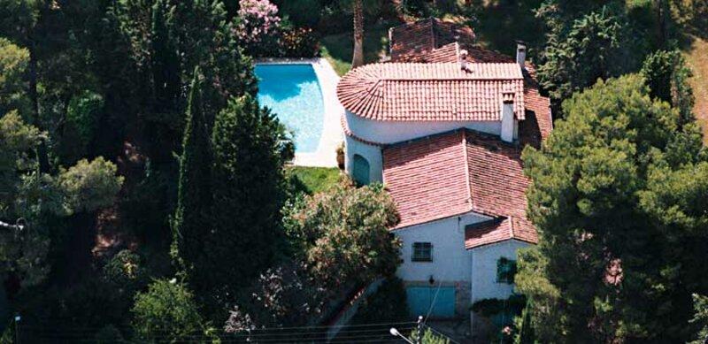 A qui appartient cette villa de la Côte d'Azur ?