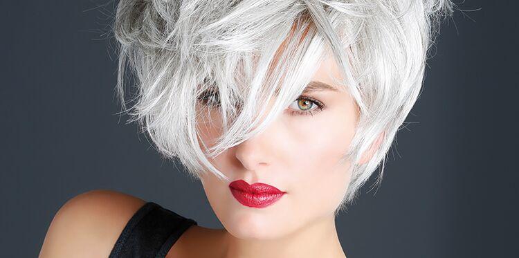 femme cheveux blancs jeune